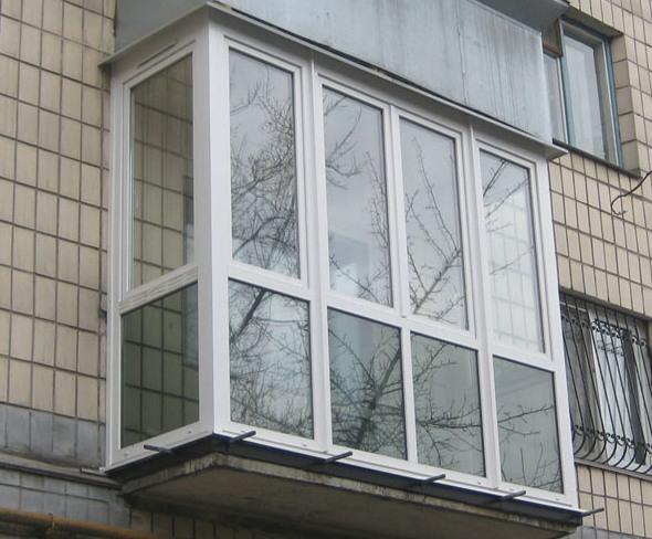 Французьке скління балкона в хрущовці