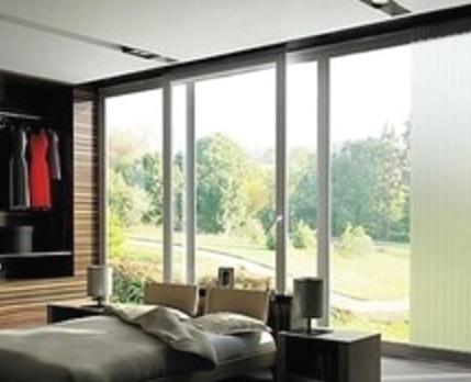 Раздвижные металлопластиковые двери в частном доме