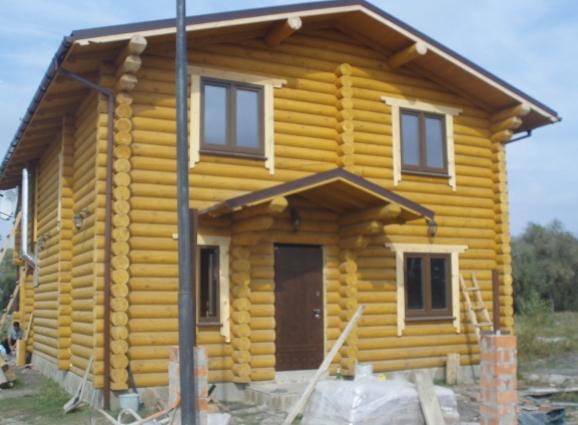 Вікна в дерев'яному будинку в Київській області